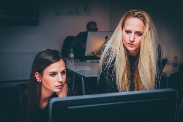 Pesquisa revela obstáculos enfrentados pelas mulheres na área de tecnologia