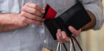 Pesquisa revela que 48% dos brasileiros não sabem quanto ganham e gastam