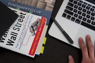 Conheça 10 ótimos livros pra te ajudar com as finanças
