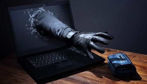 Influencer que tentou roubar domínio à mão armada é condenado