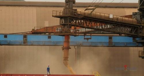 Movimentação de cargas no Porto de Santos cai 10%
