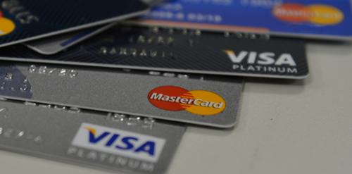 Francamente, você ainda paga anuidade no cartão?